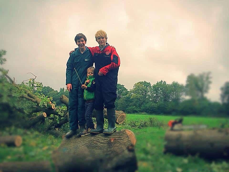 Deze week een tweetal logees, Tim en Stijn, scholieren van de Amersfoortse Berg die even komen kennismaken met het boerenleven🐄